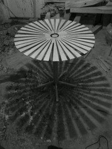 lille bord lavet af afsk+ªr fra h+©nseg+Ñrdsstolper